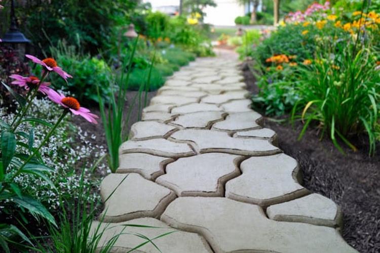 готовое покрытие в саду