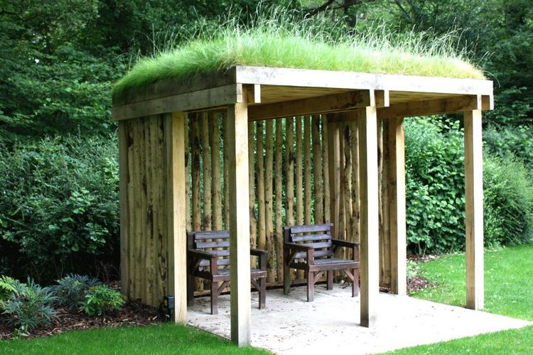 беседка с травяной крышей